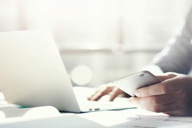 Smartphone, Laptop und Co. steuergünstig an Arbeitnehmer überlassen – so geht's!